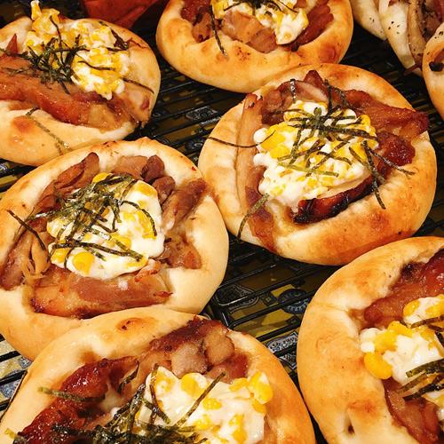 照り焼きチキンとコーンのピザ