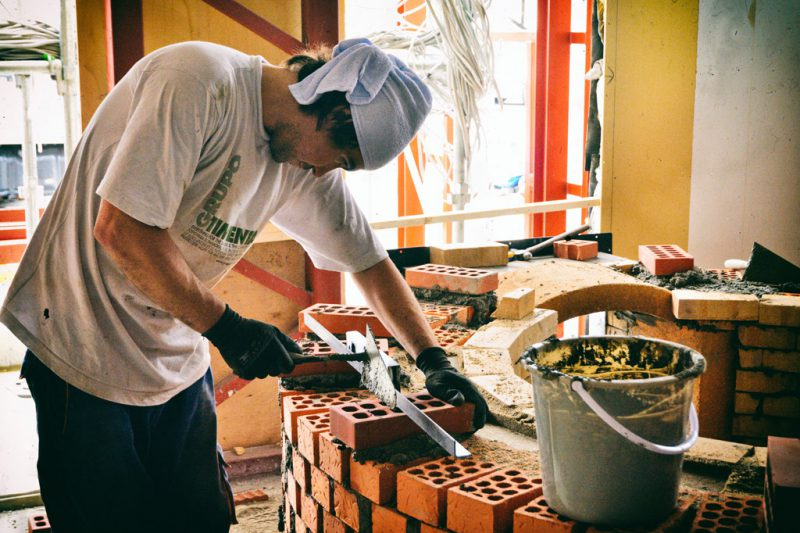 パン屋 スペイン石窯制作シーン1